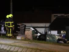 Auto belandt op terras van restaurant na ernstig ongeluk in Meteren