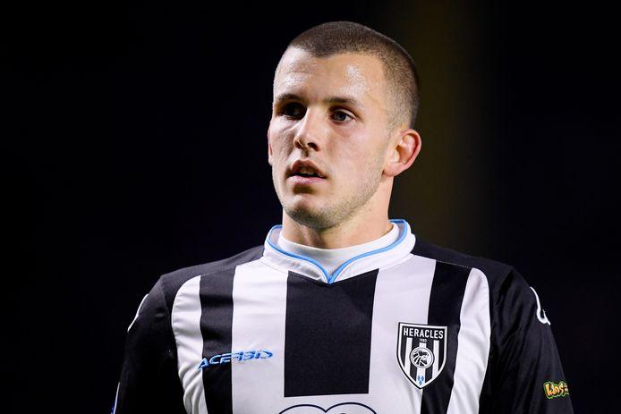 Jesper Drost keert na vier jaar terug bij PEC. De aanvallende middenvelder, die vijf jaar geleden voor een Zwols recordbedrag aan FC Groningen werd verkocht, maakt transfervrij de overstap naar zijn voormalige club.