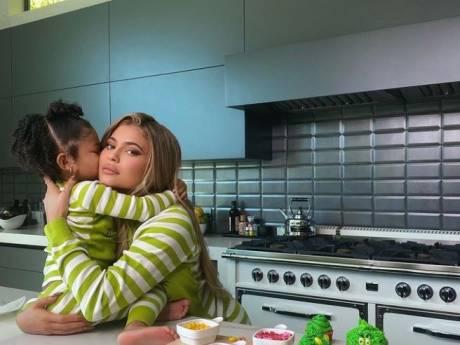 """""""C'est une bonne mère"""", cette vidéo de Kylie Jenner et sa fille Stormi fait fondre la toile"""