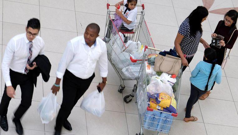 In een winkelcentrum wordt groot ingeslagen. Beeld afp