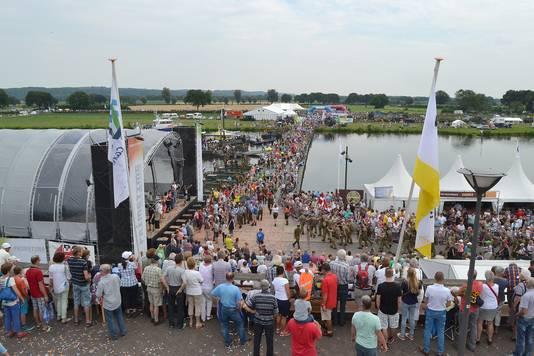 De pontonbrug tijdens de Vierdaagse Cuijk van 2018.