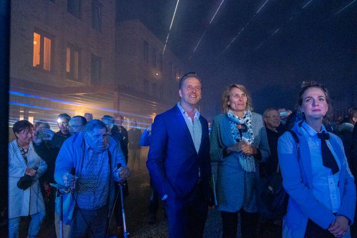 Hofje Wendakker in Heerde werd eind vorig jaar officieel geopend door minister Hugo de Jonge (midden).