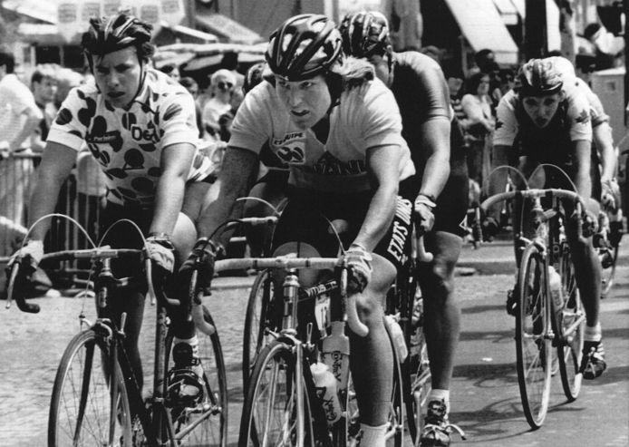 1984-07-22:  Heleen Hage in de bolletjestrui, winnares Marianne Martin uit de VS en de Canadese Marylin Wells op de Champs Élysées bij de eerste TYour de France voor vrouwen. Heleen Hage, sinds jaren woonachtig in Arnhem, won liefst vieer etappes, reed een week in het geel en werd tweede.