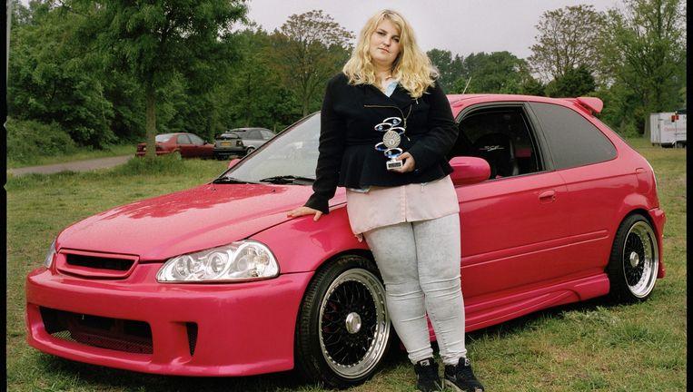 een roze auto, dát is pas genieten   de volkskrant