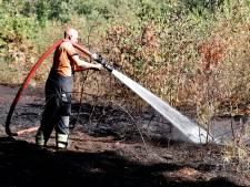 Brandweer nog uren bezig met nablussen bosbrand in Boxmeer