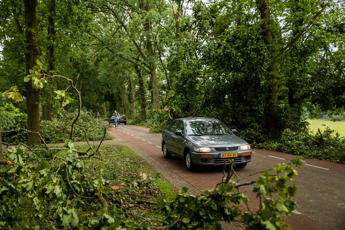 Op de Schietbergseweg (van Rheden naar de Posbank) rijdt het verkeer al weer sinds donderdagavond.