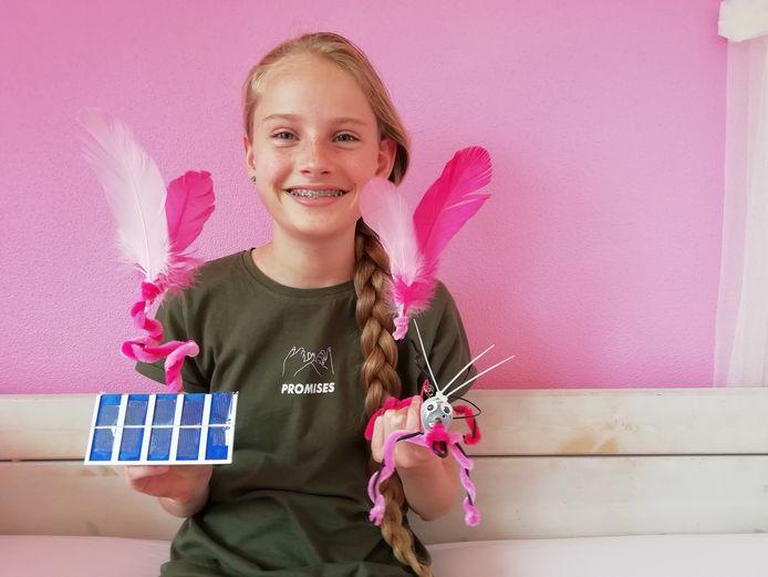 Scholier Fleur heeft een zonnecel en een kunstige robot gemaakt.