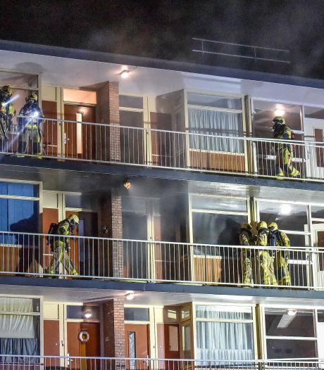 Gemist? Bewoners brandflat Apeldoorn ontzet. En: 'liegen' om als winnaar uit de bus te komen
