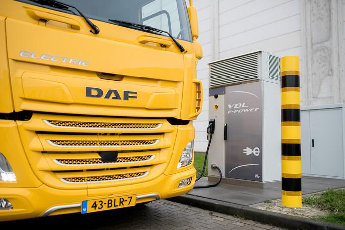 VDL en DAF hebben samen een elektrische truck met oplaadapparatuur ontwikkeld en op de markt gebracht.