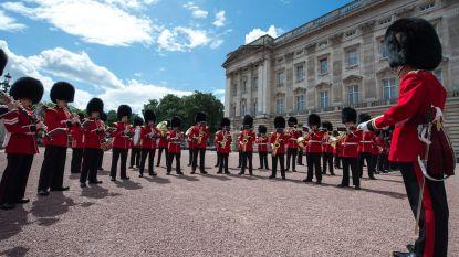 Abba weerklinkt aan Buckingham Palace