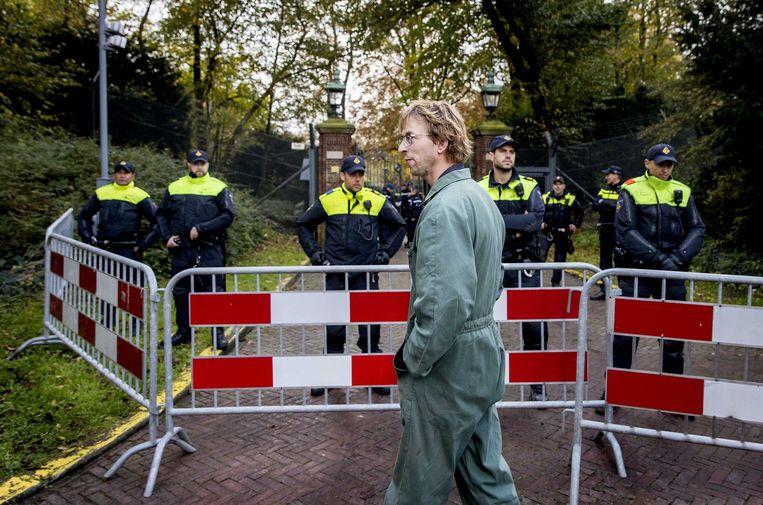 Boeren verzamelen zich met hun trekkers bij het Catshuis om te protesteren. Premier Mark Rutte en minister Carola Schouten (Landbouw) ontvingen vorige week een tiental boeren in het Catshuis voor een gesprek over stikstof en pfas. Beeld ANP