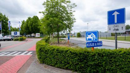 Proefproject: straks geen auto's meer op plein voor school Eikenlaar