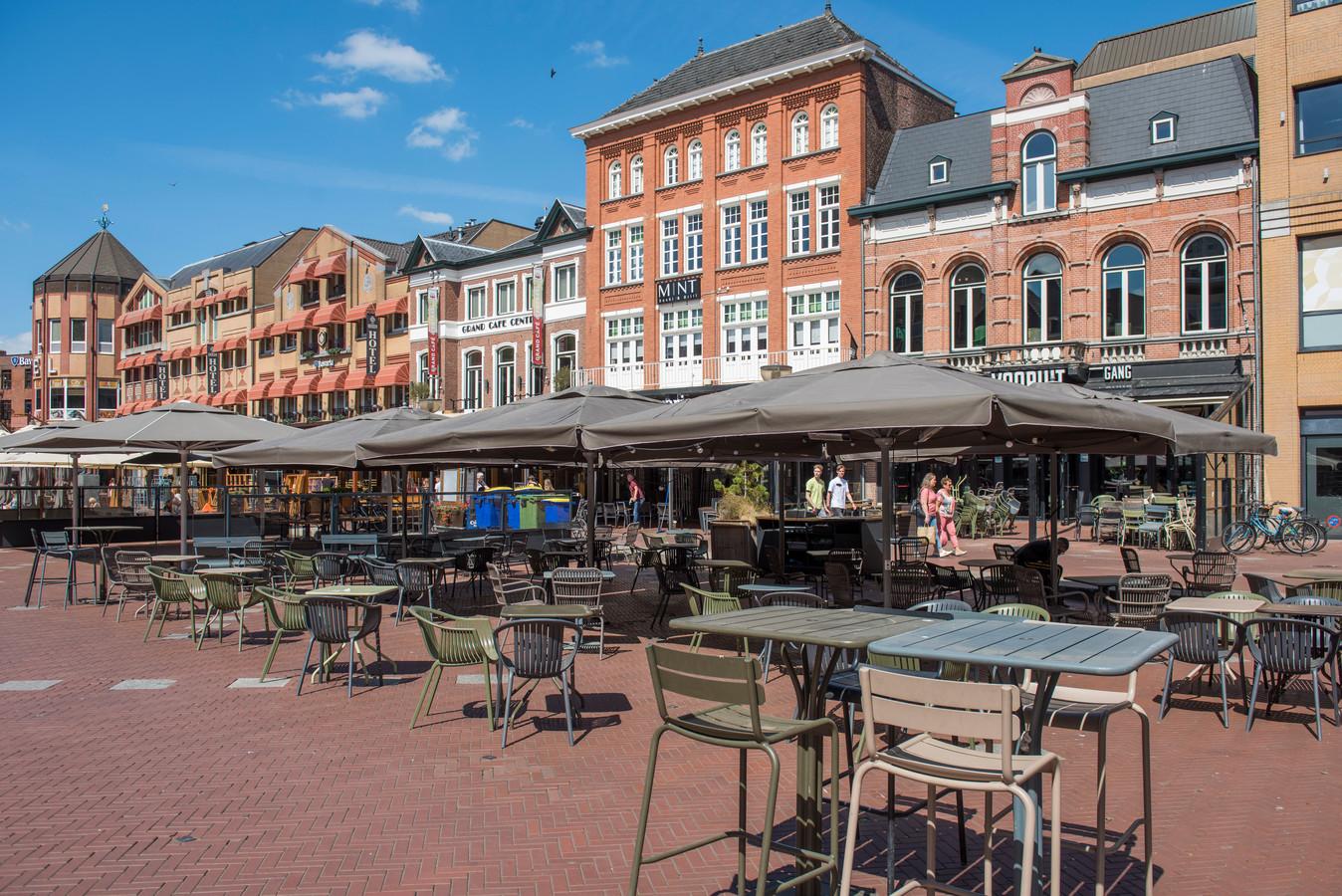 Opbouwen van den terrassen op de Markt Eindhoven