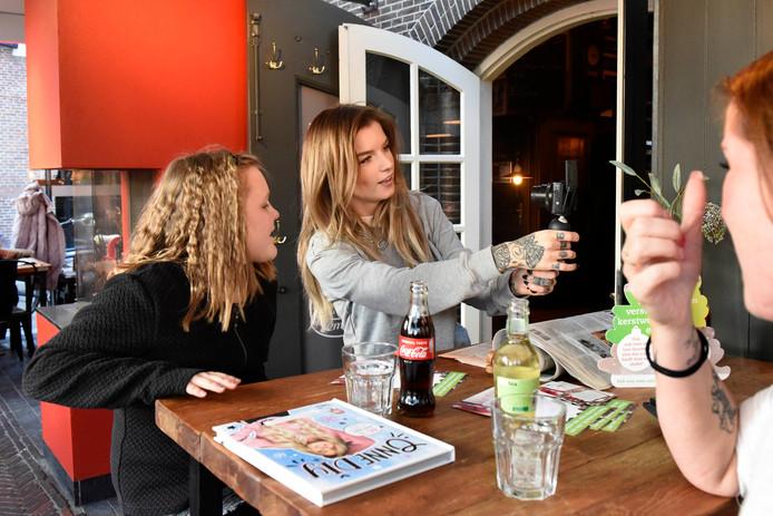 Caithlyn Nap had in november samen met haar moeder Kyra een meet-and-greet bij De Pompier met Onnedi.