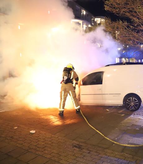 Bestelbus in vlammen op aan Merellaan in Rijswijk