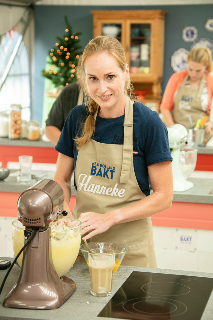 Hanneke Borkent in de baktent van het populaire tv-programma Heel Holland Bakt. De Rijssense drong door tot de halve finale.