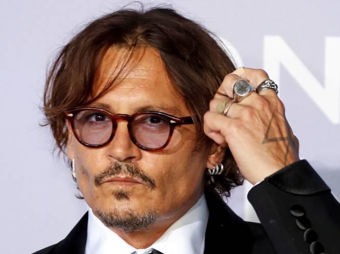 """Johnny Depp ziet een relatie met Angelina Jolie wel zitten: """"Hij hoopt dat ze zijn carrière nieuw leven inblaast"""""""