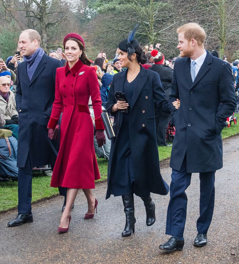 Prins Charles, Kate Middleton, Meghan Markle en prins Harry op weg naar de  St. Mary Magdalene kerk in Sandringham voor de kerstdienst.
