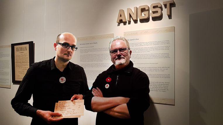 Piet Van Deun en Francis Huijbrechts met de unieke documenten.