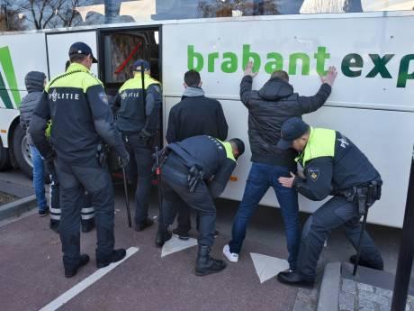 Demonstratie anti-Zwarte Piet na uur gestaakt, tientallen actievoerders aangehouden in Tilburg