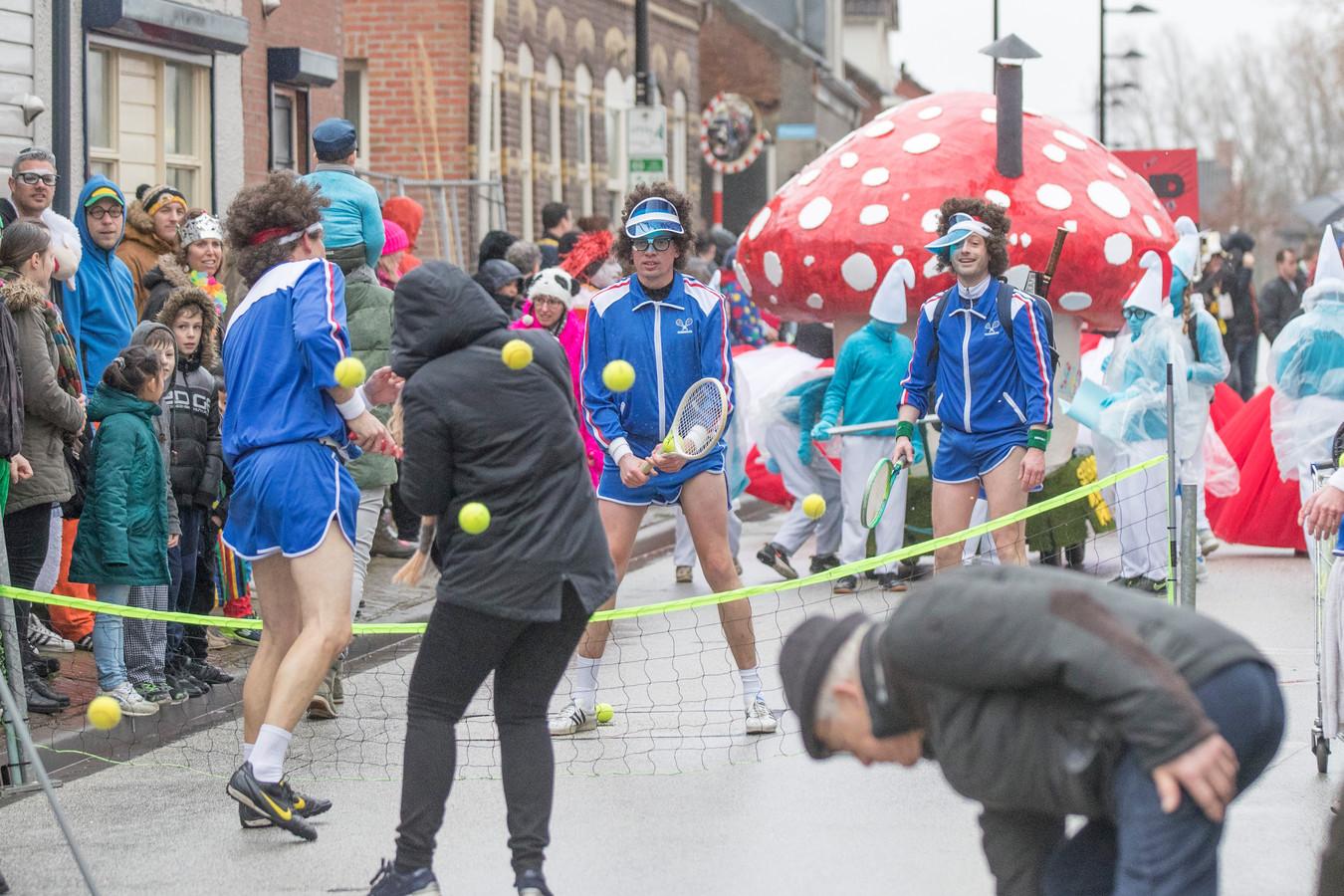 De tennisballen vlogen in het rond op de Molendijk.