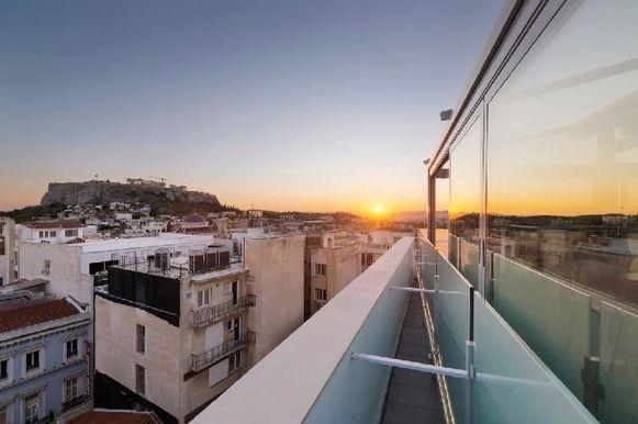 Luigi had vanuit zijn hotel een prachtig zicht op de Akropolis, maar hij bleek voor andere doeleinden in Athene.