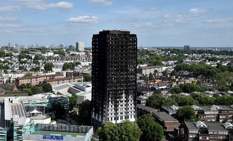 De Grenfell-toren in Londen na de verwoestende brand. Beeld Reuters