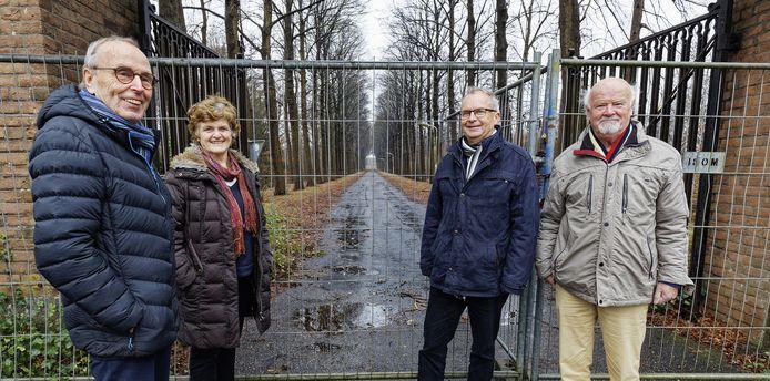 Vrijwilligers van Gedenkplaats Haaren bij Haarendael, toen dat enkele maanden geleden net afgesloten was.
