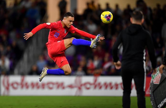 Sergiño Dest luisterde zijn officiële debuut voor de Verenigde Staten op met een assist.