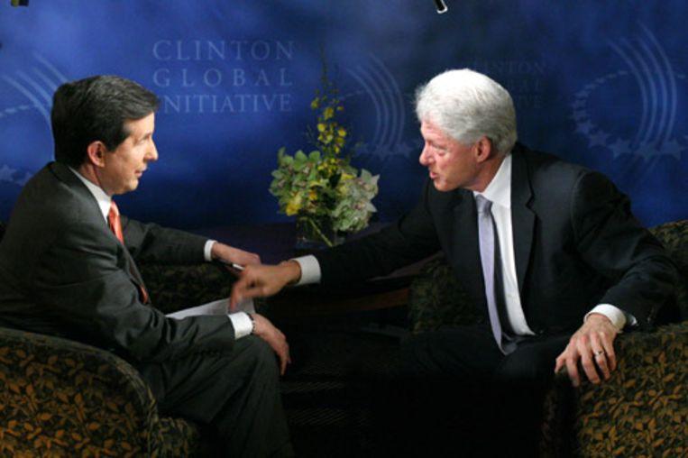 Oud-president Bill Clinton schiet tijdens een interview met Chris Wallace van de neoconservatieve tv-zender Fox uit zijn slof. Clinton ontstak in woede toen Wallace suggereerde dat Clinton tijdens zijn presidentschap niet genoeg zijn best had gedaan om Osama bin Laden te vinden en op te pakken. (AFPP) Beeld
