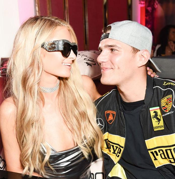 hilton 50 jaar Kritische Paris Hilton stelt glitter  en glamourhuwelijk half jaar  hilton 50 jaar