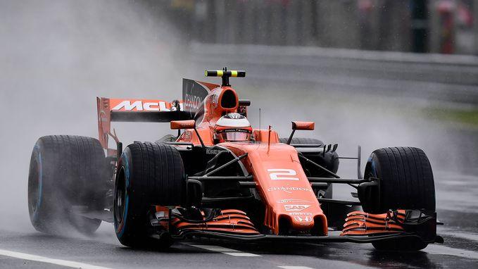 Hamilton pakt recordpole in kletsnat Monza, Vandoorne start morgen als achtste