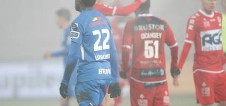Genk chute à Courtrai et offre une balle de break au Club de Bruges