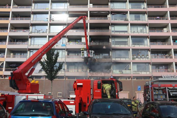 De brandweer bij de flat in Ede.