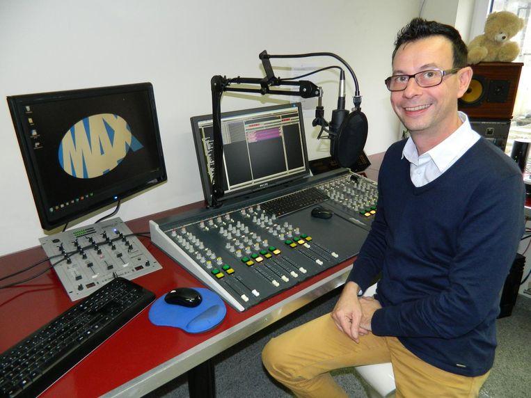 Wim Van Geert maakte altijd met een glimlach radio in zijn studio van Radio Max.