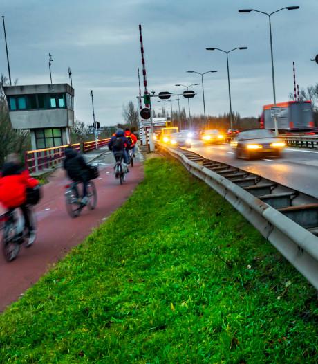 'Fietsers rijden bij afsluiting Wantijbrug door veel vuilere lucht'