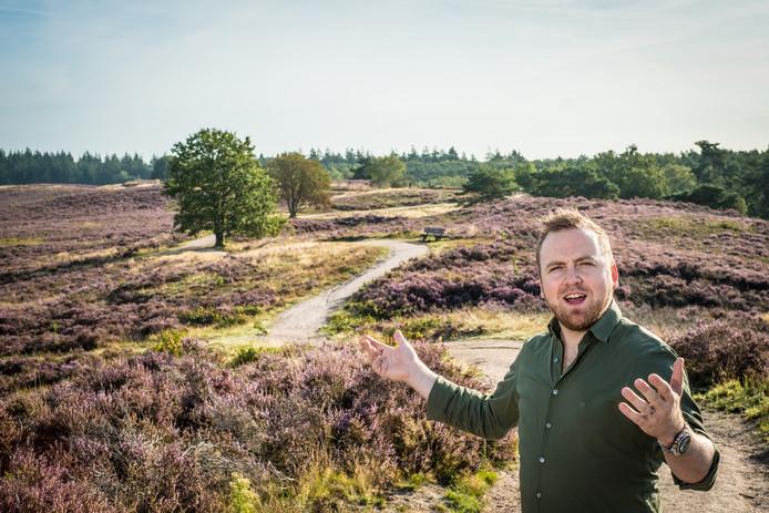 Na drie jaar komt zanger Dennis Wiltink uit Epe met nieuwe muziek. De videoclip van zijn single Grote Kleine Jongen is opgenomen op de heide.