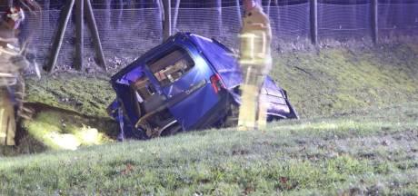 Auto in sloot, gewonde bij ongeval op de A1