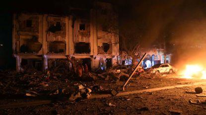 Zeker vijf doden bij bomaanslag in Mogadishu, terroristen verschansen zich in restaurant