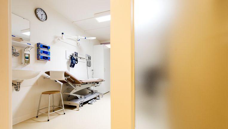 Een behandelkamer in het Onze Lieve Vrouwe Gasthuis te Amsterdam. Beeld ANP / Koen van Weel