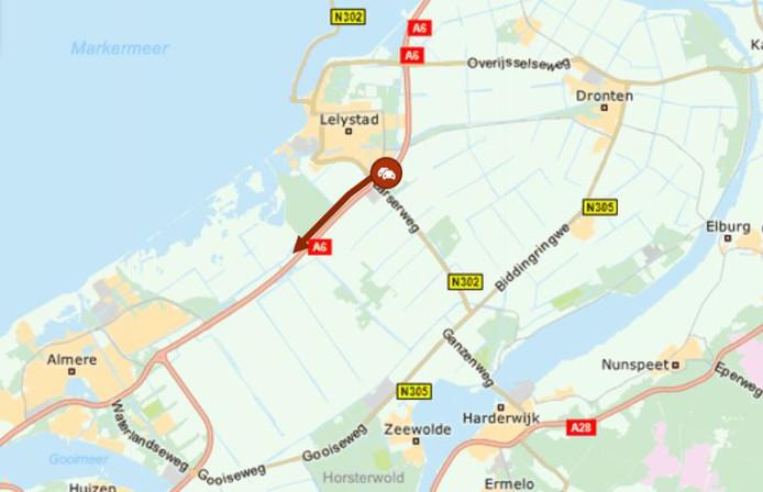 Ruim een uur wachten op de A6 bij Lelystad, vanochtend.