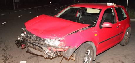 Flinke schade bij botsing tussen twee auto's in Wekerom
