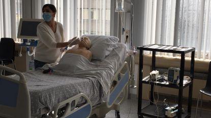 """Docenten Thomas More geven verpleegkundigen AZ Jan Portaels spoedcursus Intensieve Zorg: """"In ons hart zijn we nog altijd zorgverleners"""""""