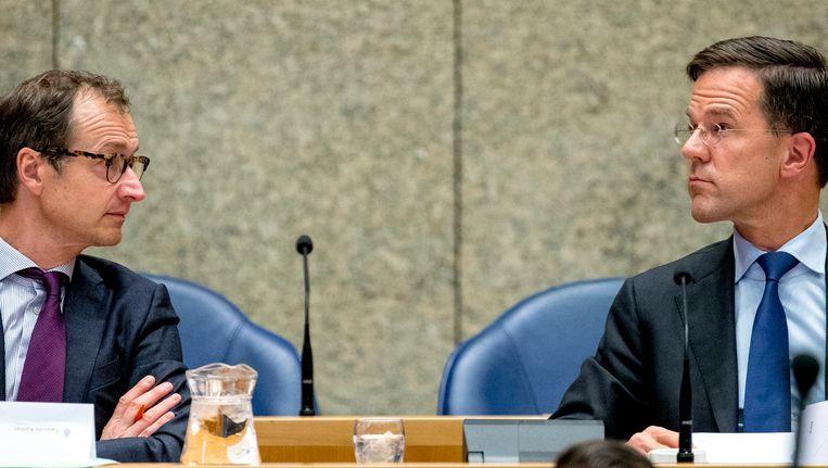 Rutte vroeg Eric Wiebes (links) om argumenten ter onderbouwing van het afschaffen van de dividendbelasting Beeld ANP