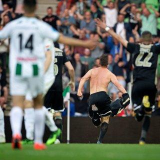 Ajax weet na afmattende uren met 0-1 van FC Groningen te winnen