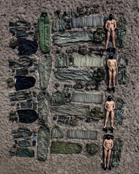 De mariniers laten zien wat ze in huis hebben.