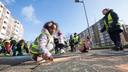 """Stad neemt aan Europaschool eerste schoolstraat in gebruik: """"Bij korte afstanden de auto vaker laten staan"""""""
