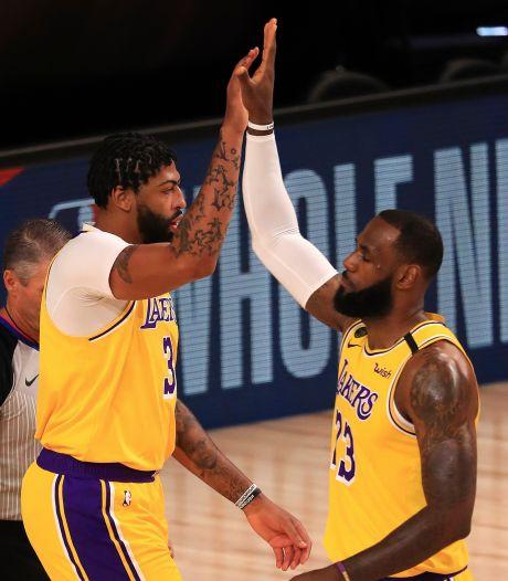 Le panier de LeBron James qui offre aux Lakers leur première victoire