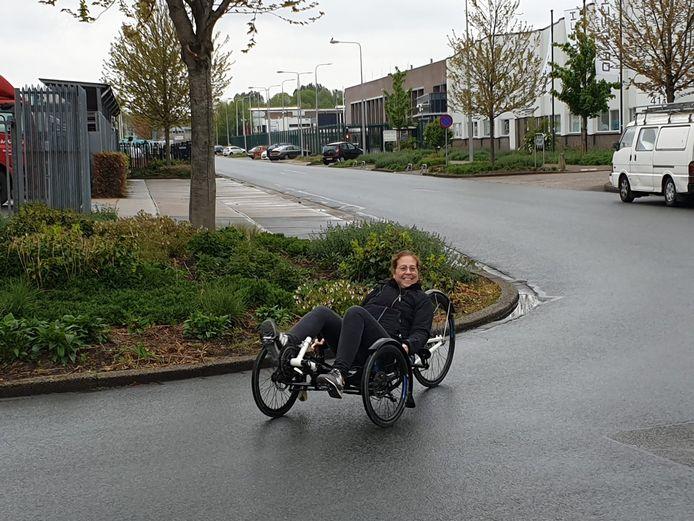 Linda Bruggeman (43) kan door botkanker niet meer op haar racefiets toeren. De dochter van haar beste vriendin is een inzamelingsactie begonnen voor een speciale fiets.