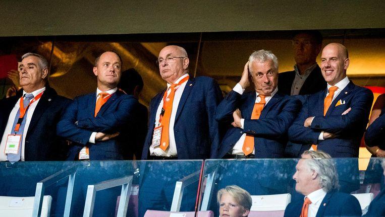 Bert van Oostveen, Michael van Praag, Jean-Paul Decossaux en Gijs de Jong van de KNVB op de tribune voorafgaand aan de oefeninterland Nederland - Griekenland in het Philips Stadion. Beeld anp